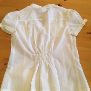 Tops - NWT super cute fitted white blouse